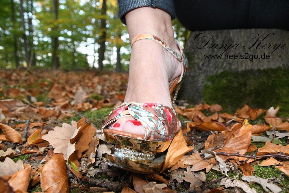 Heels im Wald