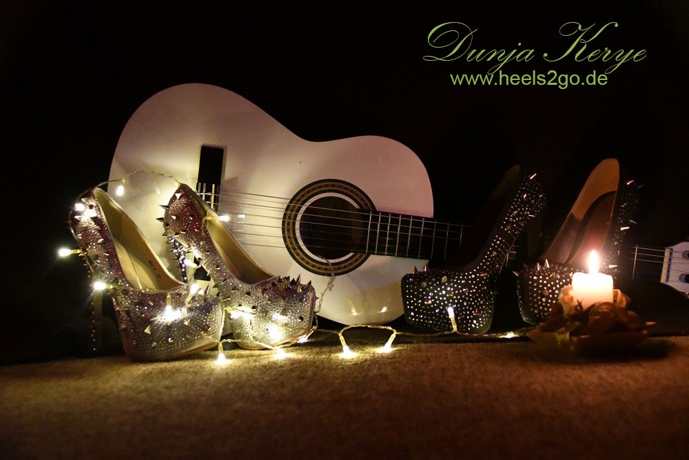 Nietenheels und Gitarre