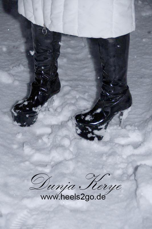 High Heel Stiefel im Schnee