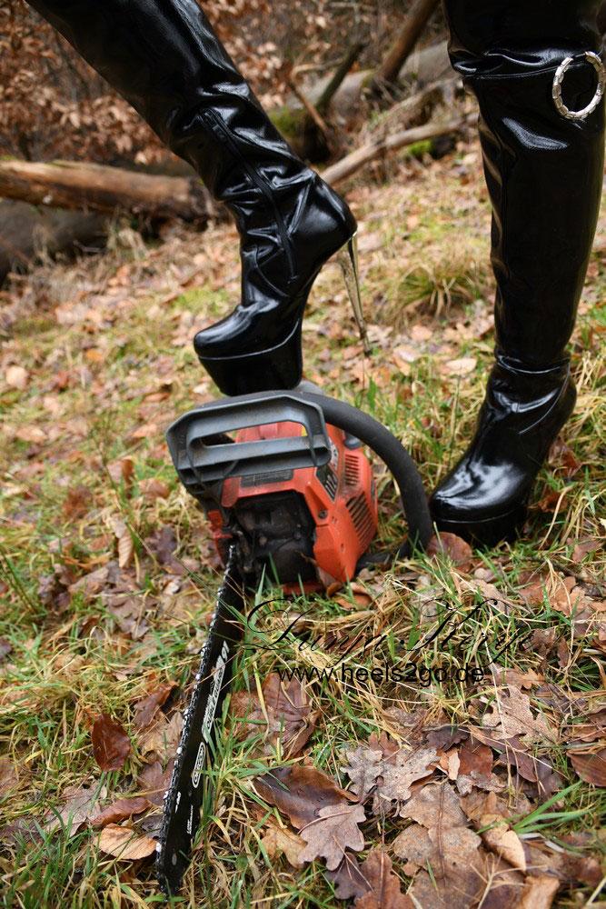 Kettensäge, Wald und High Heels