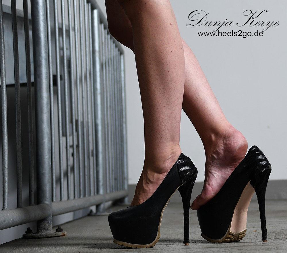 High Heels in der Tiefgagarage